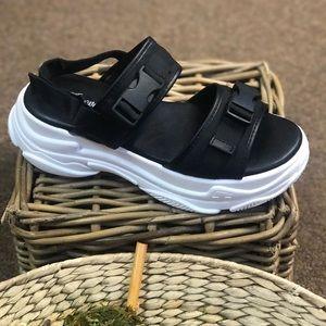 c9055796e Shoes - New) buckle sneaker sandal